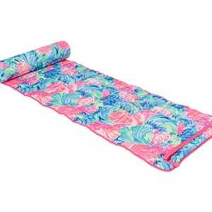 Lilly Pulitzer Other - GWP Lilly Pulitzer Beach Mat Roll